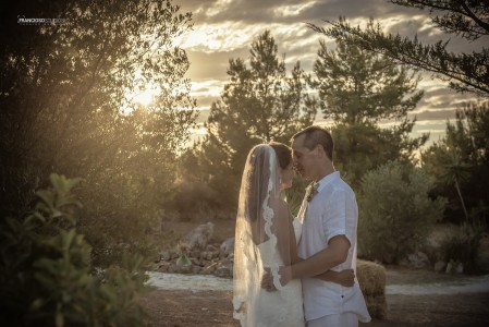 Kiss the spouses, between the olive trees at the Masseria Montenapoleone